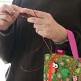 Wrist straps on our box bags allow you to knit while standing. Perfect for commuters.